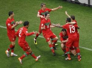 喜ぶポルトガル代表
